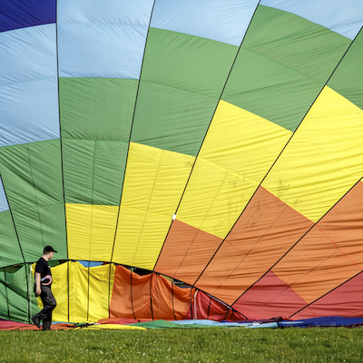 En varmuftballon er rigtig stor set fra toppen